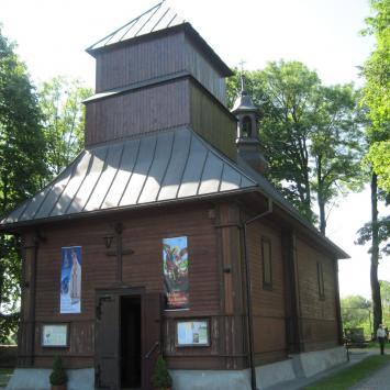 Drewniany kościół w Dłużcu