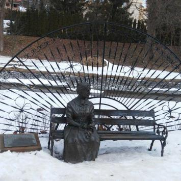 Ławeczka Anny Potockiej w Rymanowie Zdroju