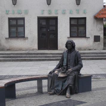 Ławeczka Mikołaja Kopernika we Fromborku