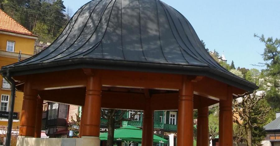 Altany na deptaku w Krynicy Zdroju - zdjęcie