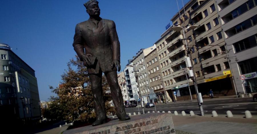 Pomnik Antoniego Abrachama w Gdyni - zdjęcie