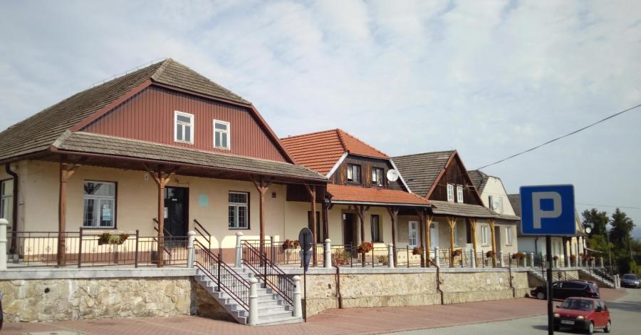 Domy podcieniowe w Czchowie, mokunka