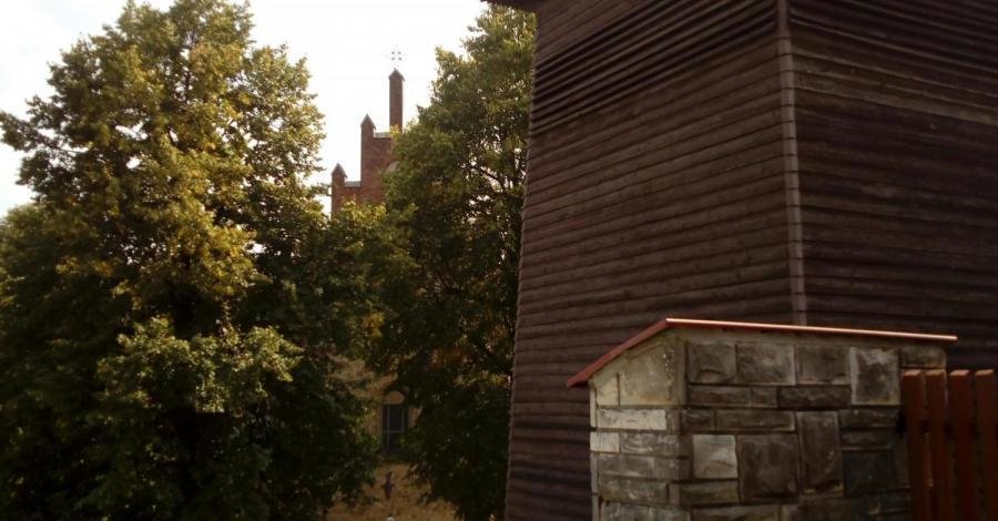 Drewniana dzwonnica w Czchowie - zdjęcie