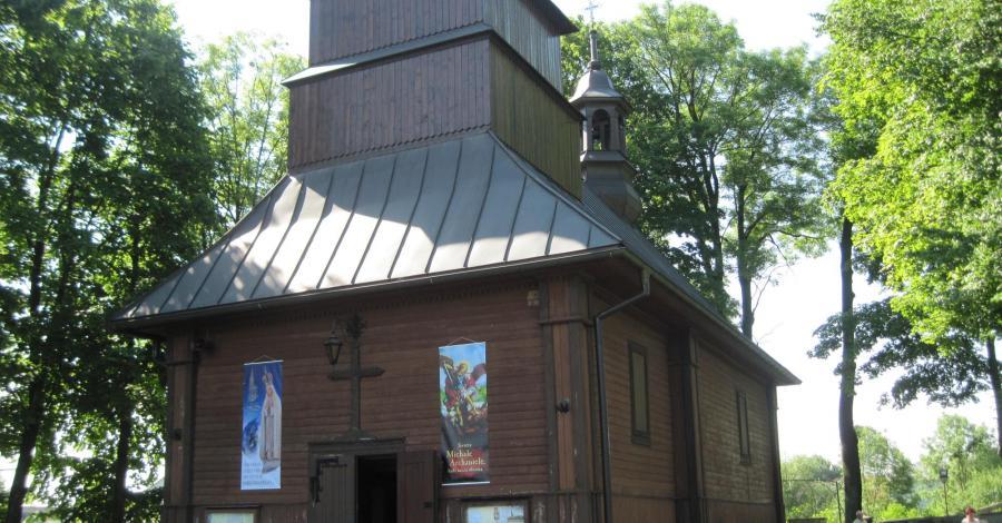 Drewniany kościół w Dłużcu - zdjęcie