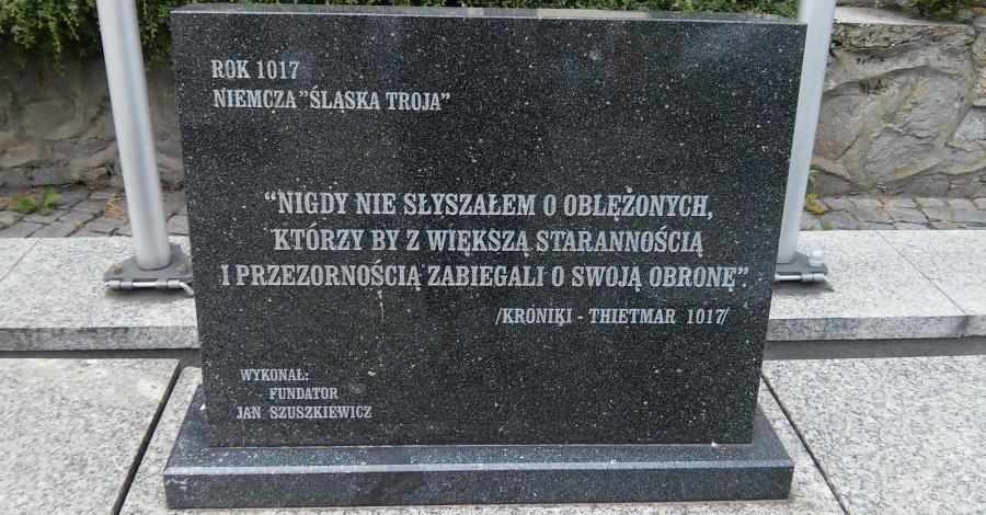Obelisk śląskiej Troi w Niemczy - zdjęcie