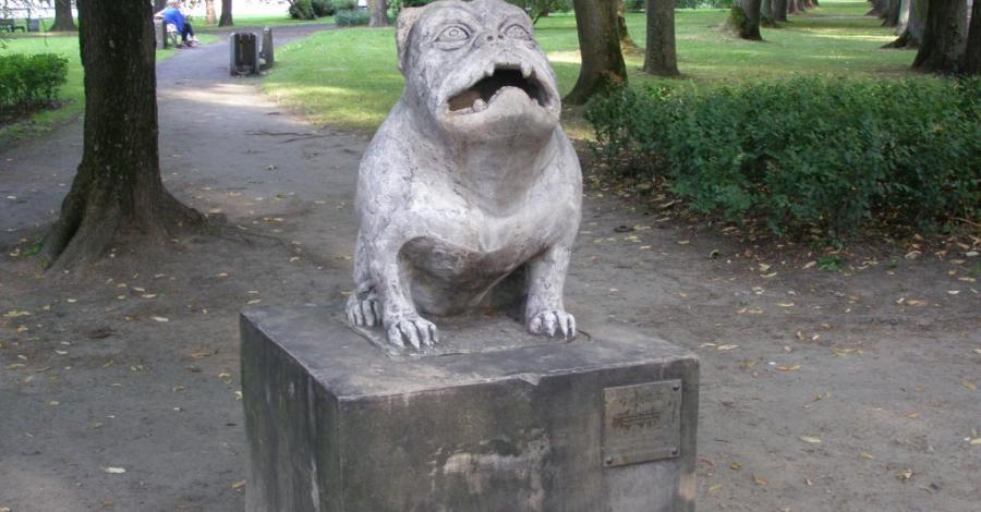 Rzeźba psa Kawelina w Białymstoku - zdjęcie