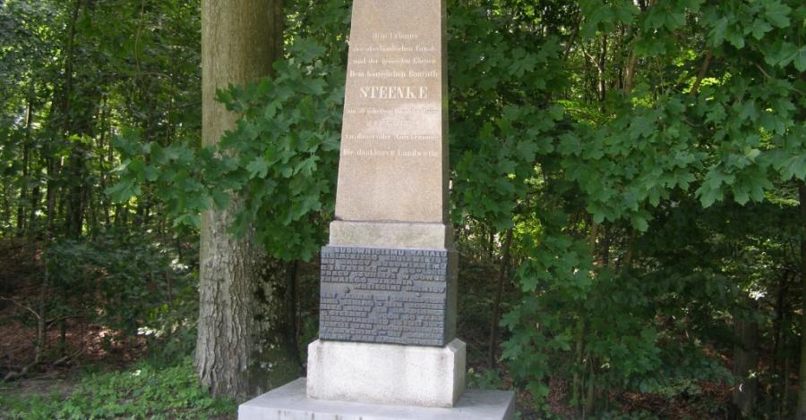 Pomnik Georga Jacoba Steenke w Buczyńcu - zdjęcie