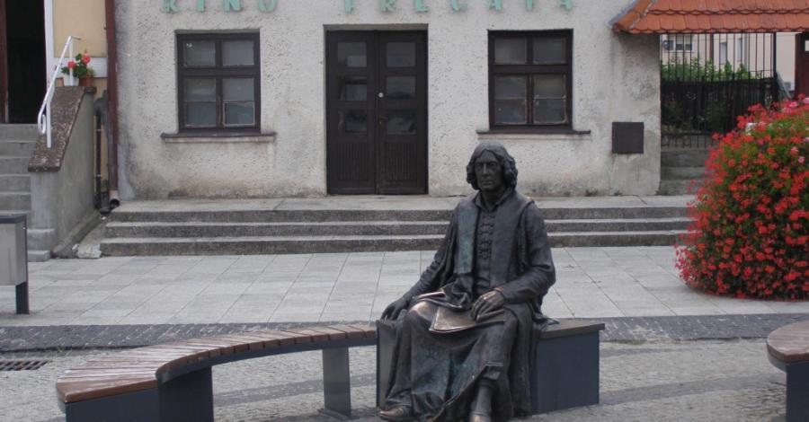 Ławeczka Mikołaja Kopernika we Fromborku - zdjęcie