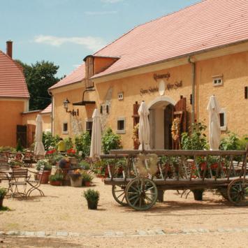 Restauracja Stara Stajnia w Łomnicy