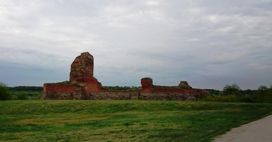 Ruiny zamku w Bobrownikach - zdjęcie