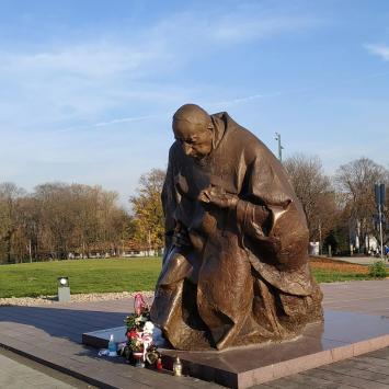 Pomnik Stefana Wyszyńskiego w Częstochowie