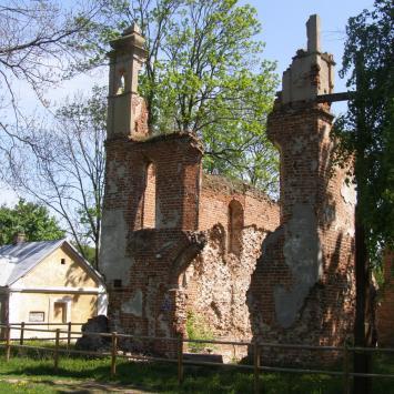 Ruiny kościoła zamkowego w Mielniku