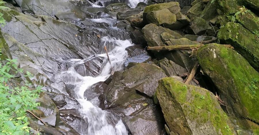 Wodospac Szepit na Potoku Hylatym w Bieszczadach - zdjęcie
