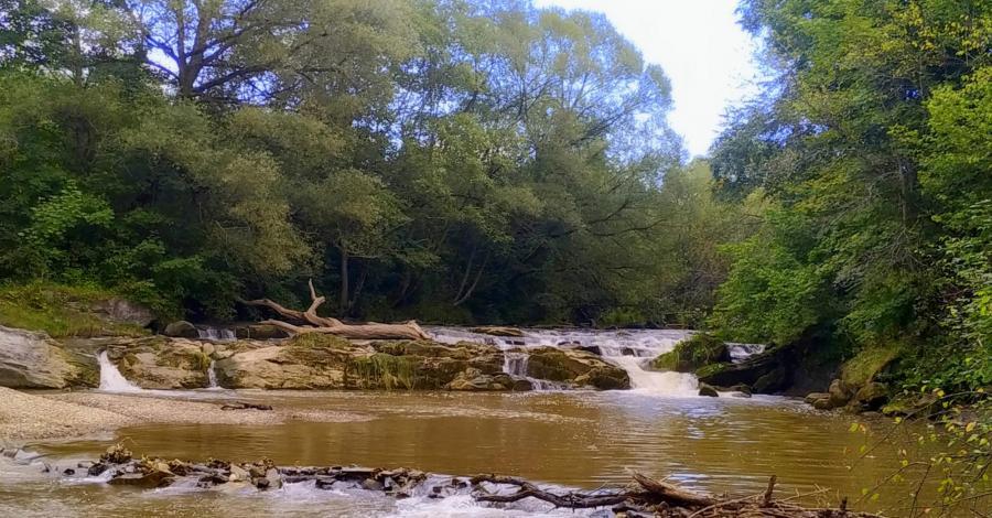 Wodospad na Olszance w Uhercach Mineralnych - zdjęcie