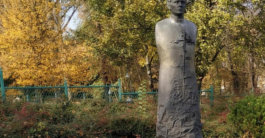 Pomnik ks. Jerzego Popiełuszki w Częstochowie - zdjęcie