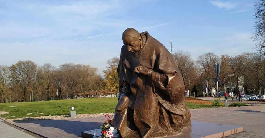 Pomnik Stefana Wyszyńskiego w Częstochowie - zdjęcie