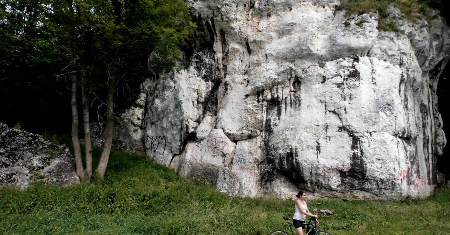 Skała Balika w Dolinie Warty koło Częstochowy - zdjęcie