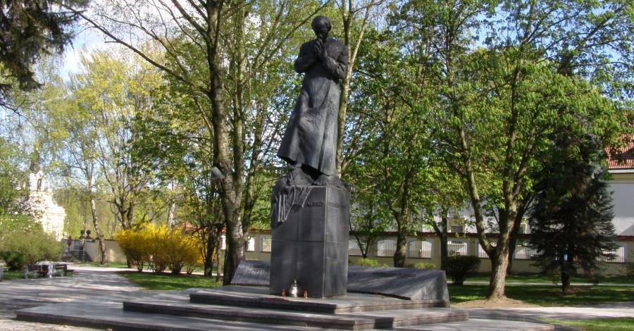 Pomnik księdza Popiełuszki w Białymstoku - zdjęcie