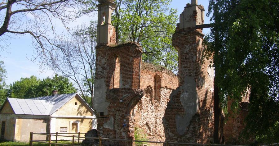 Ruiny kościoła zamkowego w Mielniku - zdjęcie