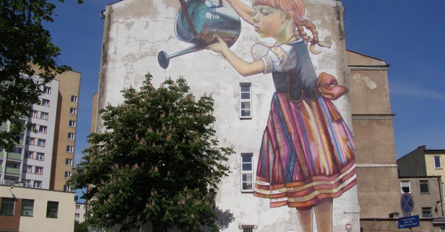 Mural dziewczynka z konewką w Białymstoku - zdjęcie