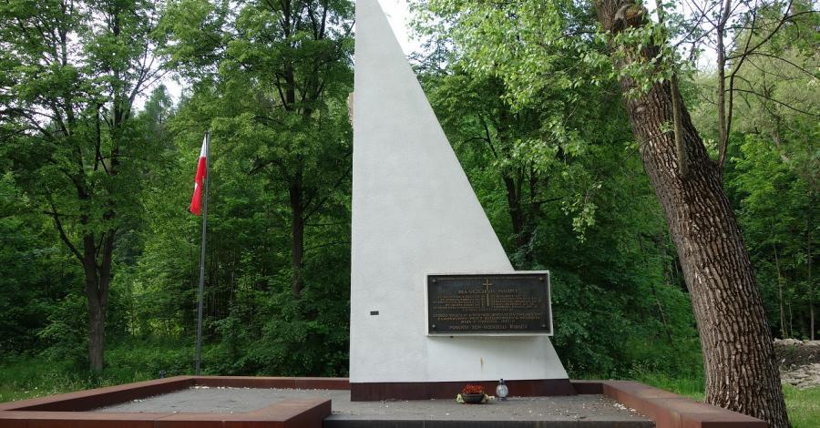 Pomnik Partyzantów w Żabnicy - zdjęcie