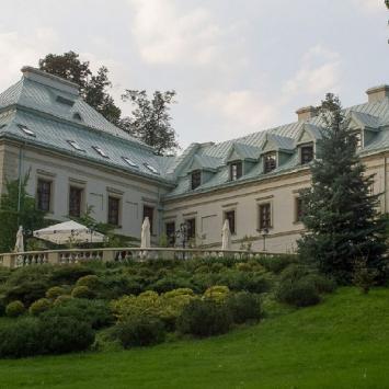Pałac Odrowążów w Chlewiskach