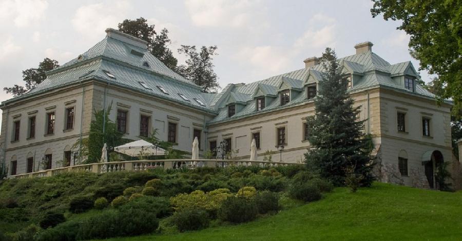 Pałac Odrowążów w Chlewiskach - zdjęcie
