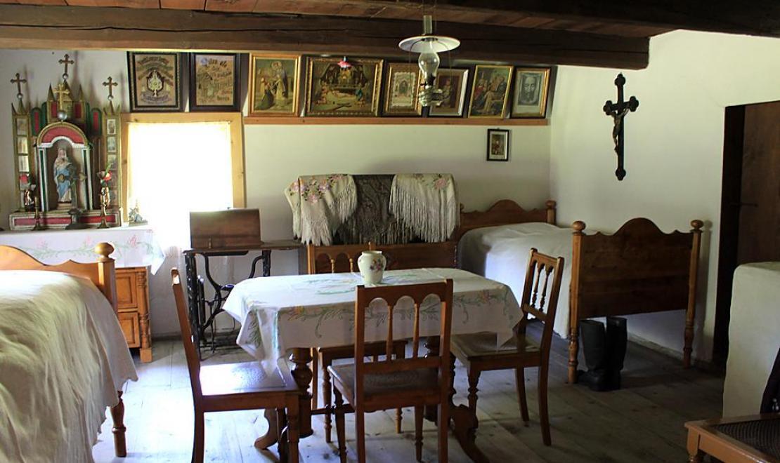 Wnętrza Górnośląskiego Parku Etnograficznego wiernie oddają klimat dawnych chałup, nie tylko z XIX wieku, ale i takich, jakie pamiętamy z domów naszych dziadków