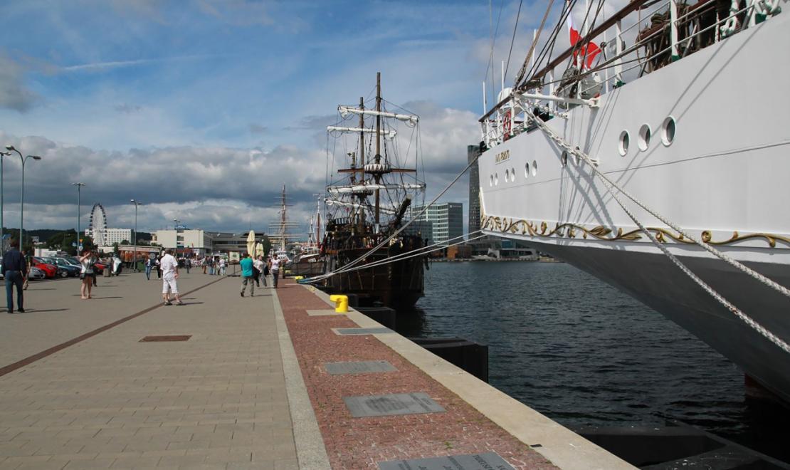 Molo w Gdyni - Dar Młodzieży ma za sobą ponad 200 wypraw morskich