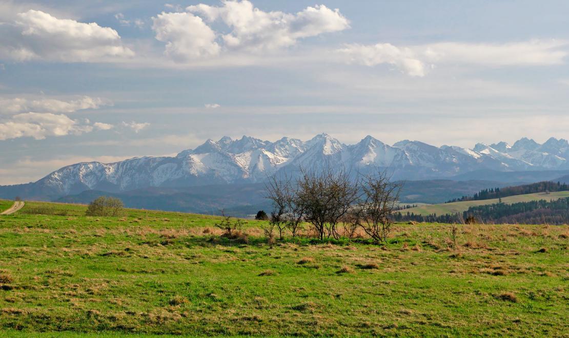 Panorama Tatr widziana z pętli wokół Jeziora Czorsztyńskiego