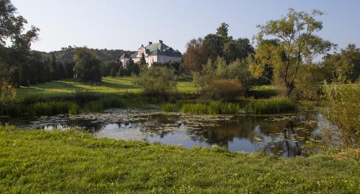Urokliwy pałac w Czyżowie Szlacheckim - zdjęcie