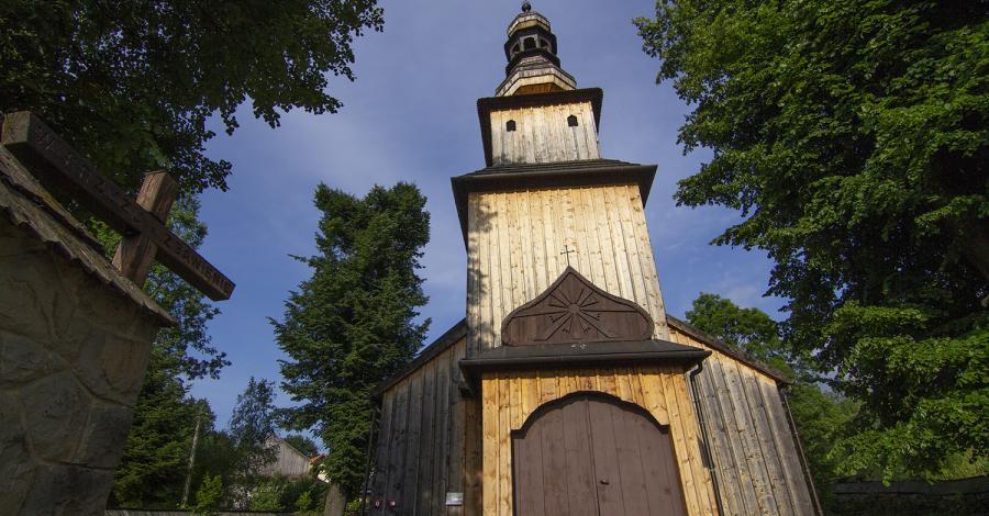 Drewniany kościół w Kasinie Wielkiej - zdjęcie