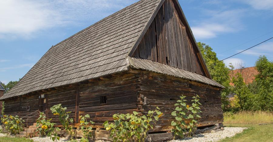 Drewniany spichlerz w Rachowicach - zdjęcie