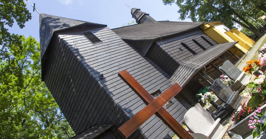 Drewniany kościół w Rachowicach - zdjęcie