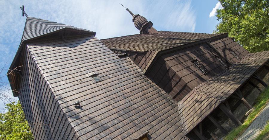 Drewniany kościół w Sierakowicach - zdjęcie
