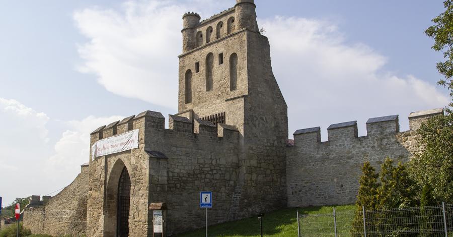 Brama Krakowska w Szydłowie - zdjęcie