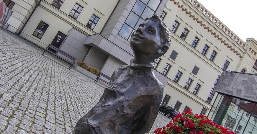 Dzieci Głogowskie - Staś z procą - zdjęcie