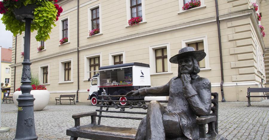 Ławeczka Niemena w Świebodzinie - zdjęcie