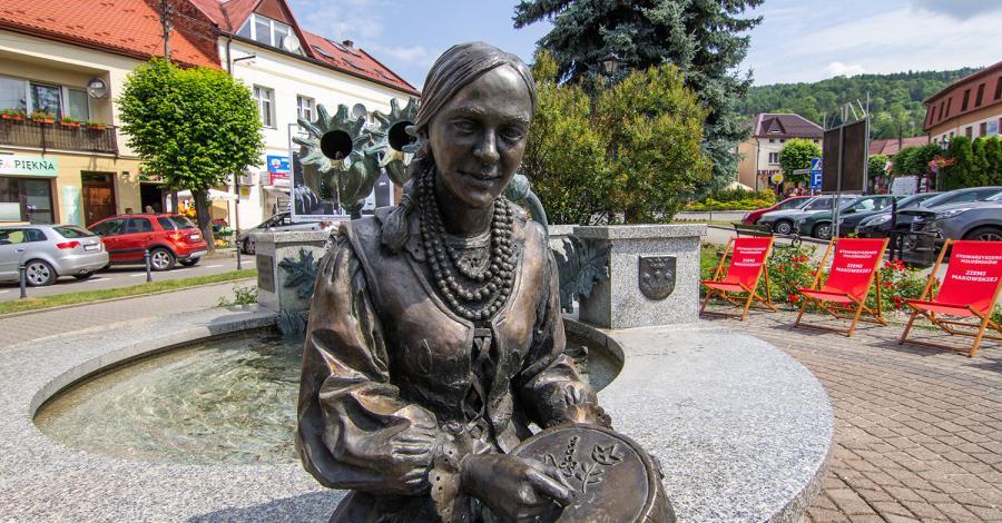 Pomnik hafciarki w Makowie Podhalańskim - zdjęcie