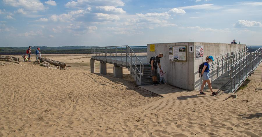 Platforma widokowa w Chechle na Pustyni Błędowskiej - zdjęcie