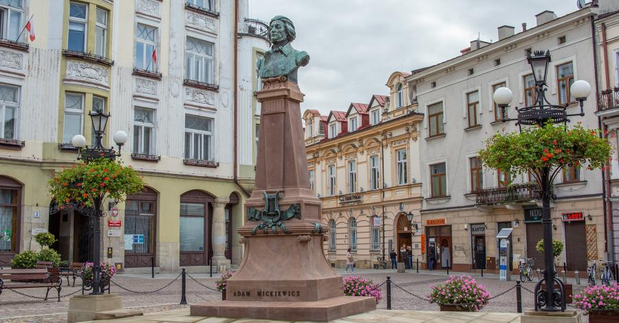 Pomnik Mickiewicza w Tarnowie - zdjęcie