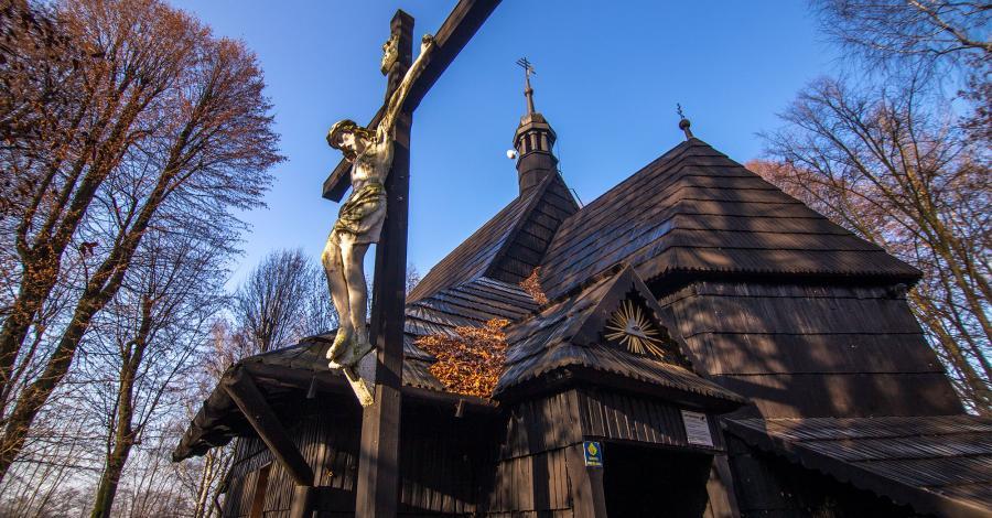 Drewniany kościół w Pietrowicach Wielkich - zdjęcie