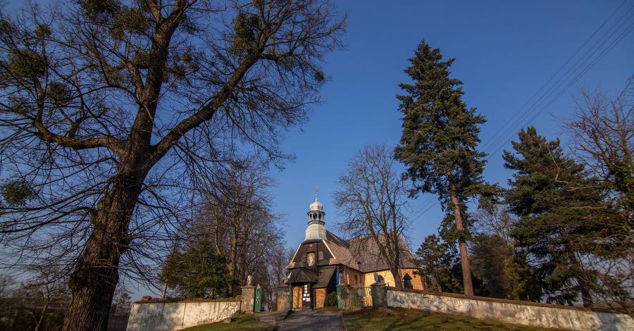 Drewniany kościół w Baborowie - zdjęcie