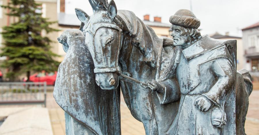 Pomnik w Skale - zdjęcie