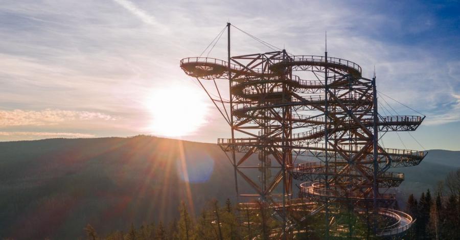 Wieża Sky Walk w Świeradowie Zdroju - zdjęcie