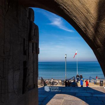 Pomnik Zaślubin Polski z morzem w Kołobrzegu