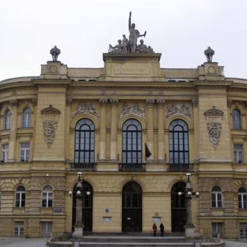 Pl. Politechniki w Warszawie jako zimowy plan filmowy - zdjęcie