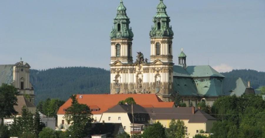 KRZESZÓW - główne sanktuarium maryjne diecezji legnickiej. - zdjęcie