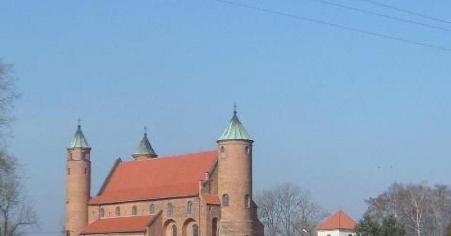 Brochów- kościół obronny - zdjęcie