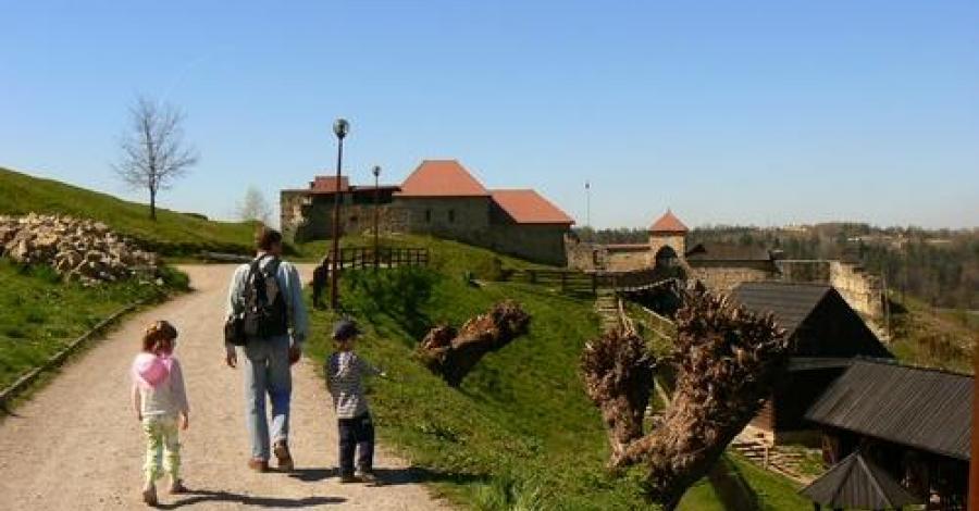 przed zamkiem w Dobczycach, Katarzyna Jamrozik
